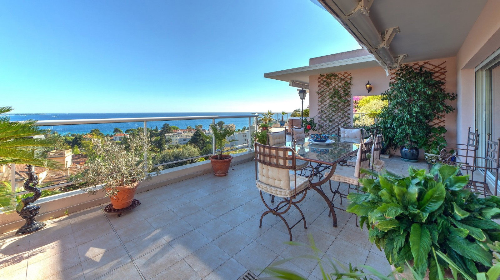 Cannes Croix des Gardes French Riviera 3-Bedroom Penthouse Apartment